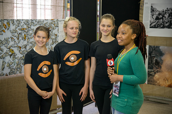 A presenter from Yo-TV interviews young representatives from Africa Media Online on their impressions of the World Press Photo Exhibition 2017. The Exhibition received good coverage from both local and national media. Africa Media Online partnered with World Press Photo to bring the Exhibition to KwaZulu-Natal province in South Africa for the first time in almost 20 years.
